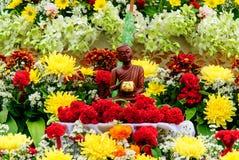 Buddha na kwiacie Obraz Royalty Free
