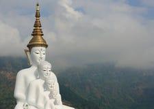 Buddha na montanha Imagens de Stock Royalty Free