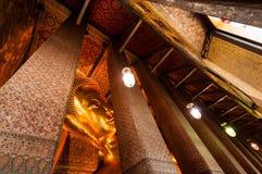 Buddha no templo Fotos de Stock Royalty Free