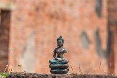 Buddha obsiadanie na wąż figurce zdjęcie stock