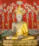 Buddha- och bakgrundsmålning i pagodtemplet ayutthaya Fotografering för Bildbyråer