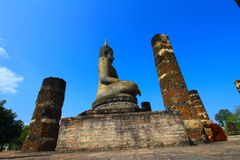 Buddha. Old buddha sit among column Stock Photography
