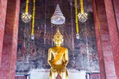 Buddha på altaret av Wat kanlayanamit Royaltyfri Bild