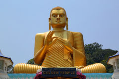 Buddha på Dambula den guld- templet i Sri Lanka royaltyfri bild