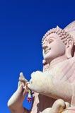 Buddha på den thailändska templet Royaltyfria Bilder