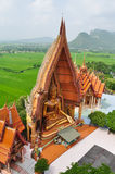 Buddha på den Wat thumsuaen Kanchanaburi Royaltyfri Foto
