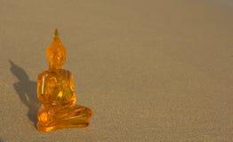 Buddha på en strand Arkivfoto