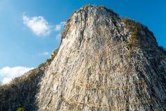 Buddha på klippan Royaltyfri Bild