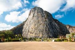 Buddha på klippan Arkivbilder
