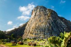 Buddha på klippan Arkivbild