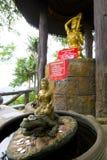 Buddha på krokodilen Östlig thailändsk buddistisk skulptur Royaltyfria Foton
