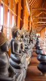 Buddha på modelldetaljen av teakträguld Royaltyfria Foton