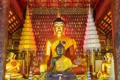 Buddha på pagodwatsisaket på Chiang Mai Arkivfoton