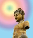 Buddha på stupabakgrund Royaltyfri Bild