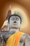 Buddha på stupabakgrund Royaltyfria Foton