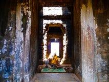 Buddha pacifico in tempio immagini stock