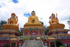 Buddha-Park mit drei goldenen Buddha-Statuen, Kathmandu, Nepal Lizenzfreie Stockbilder