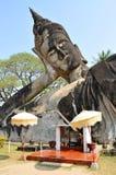 Buddha parkerar i Laos Arkivbilder