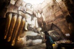 buddha payrespect till Arkivfoto