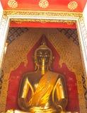 Buddha przy ołtarzem Fotografia Royalty Free