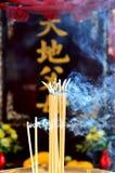 buddha rökelsedyrkan Arkivbilder