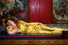 buddha reclining staty fotografering för bildbyråer