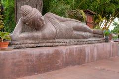 buddha reclining staty Arkivbild
