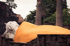 buddha reclining staty Arkivfoton