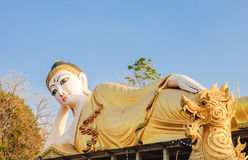 buddha reclining staty thailand Royaltyfri Bild