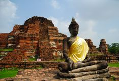 Buddha in ruin temple Royalty Free Stock Image