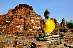 Buddha and Ruins in Wat Phra Mahathat Royalty Free Stock Image