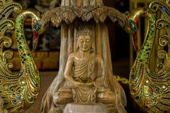 Buddha rzeźbiący od pięknego marmuru obraz royalty free