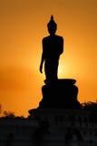 Buddha-Schattenbild auf Sonnenuntergang Stockbild