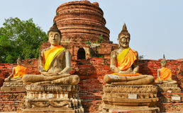 Buddha sitter kors-lagt benen på ryggen Fotografering för Bildbyråer