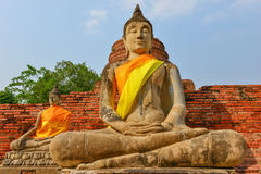 Buddha sitzen im Schneidersitz stockbilder