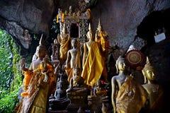 Buddha skulpterar, Pak Ou Caves, Luang Prabang, Laos royaltyfria foton