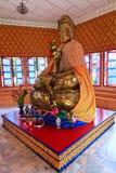 Buddha-Skulptur an einem hinduistischen Tempel Stockfotos