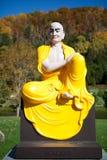Buddha skulptur i vietnamesisk kloster fotografering för bildbyråer