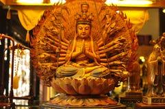 Buddha-Skulptur im alten Stadt-Gott ` s Tempel und Yuyuan arbeiten, Shanghai im Garten Stockbilder