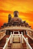 buddha solbränt tian arkivbild