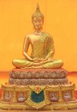 Buddha som är guld- i Wat Sakra Arkivfoto