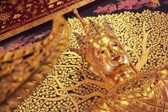 Buddha som bär en krona Royaltyfria Foton