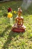 buddha som erbjuder till Arkivfoton