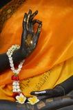 buddha som gör det ok tecknet royaltyfri foto