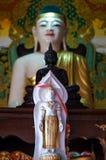 Buddha som gjutas med guld- beståndsdelar Royaltyfri Bild