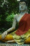 buddha som mediterar thailand Arkivfoto