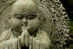 buddha som snider den feta stenen Arkivbild