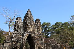 Buddha sopra l'entrata a Angkor Wat fotografia stock libera da diritti