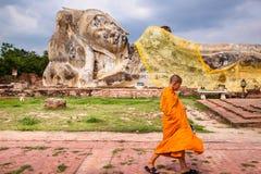 buddha sova royaltyfria bilder