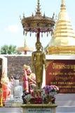 buddha stand Arkivfoto